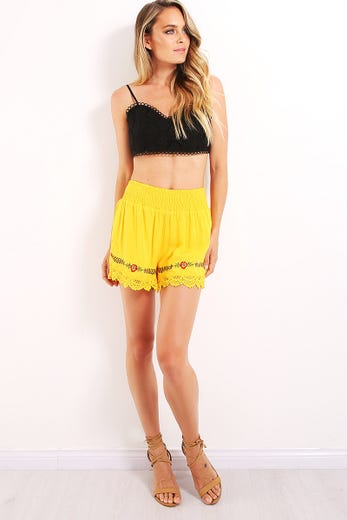 FLORAL EMBROIDERED LACE TRIM BEACH SHORT