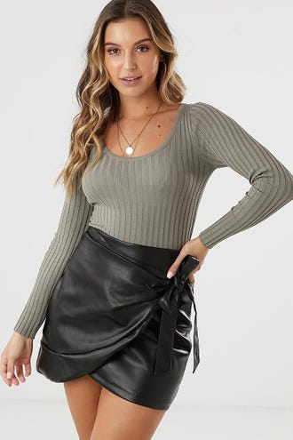 SCOOP NECK RIB KNIT